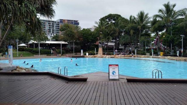 スイミングプール(大人もしっかり泳いでます)